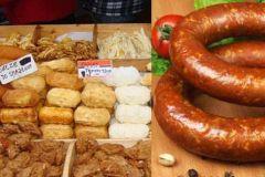 Польша фото - колбасы и сыры